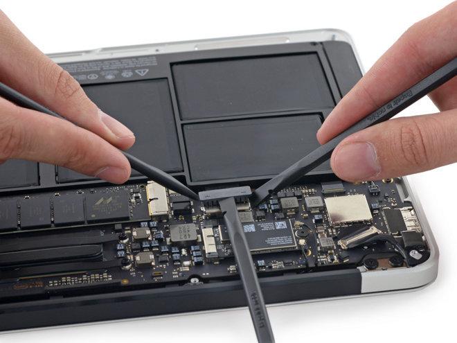 Замена батареи на macbook pro