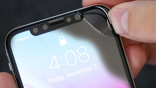 Мастер-заменит-стекло-в-iPhone-XR