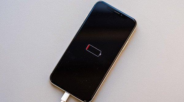 XКогда-нужна-замена-аккумулятора-iPhone-XS