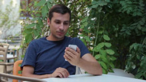 Дисплей-iPhone-не-блокируется-при-звонке