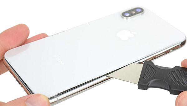 замена-заднего-стекла-на-iPhone-XS-Max-в-Москве