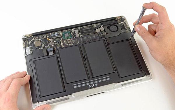 заменить батарею MacBook Air