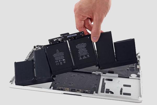 Замена модульного аккумулятора МакБук