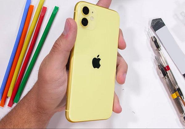 Особенности и этапы замены задней крышки iPhone 11